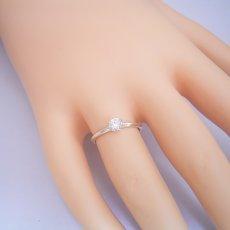画像5: どの指輪のデザインとも違う、6本爪ティファニーセッティングタイプの婚約指輪 (5)