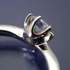 画像4: 6本爪Vラインタイプの婚約指輪 (4)