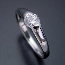 画像1: 甲丸リングにダイヤモンドを埋め込んだ婚約指輪 (1)