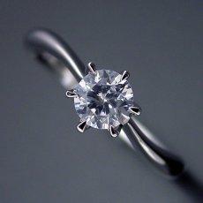 画像4: アームデザインが新しい6本爪ティファニーセッティングの婚約指輪 (4)