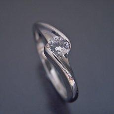 画像5: 流れるようなラインの伏せこみタイプの婚約指輪 (5)