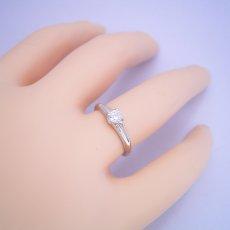 画像5: 隠れた4本爪デザインの婚約指輪 (5)