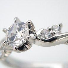 画像2: 天使の羽デザイン6本爪の婚約指輪 (2)