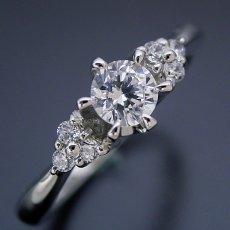画像2: 6本爪ゴージャスデザインの婚約指輪 (2)