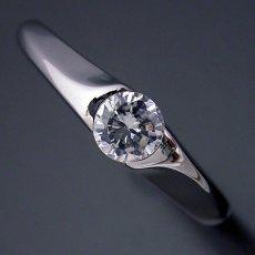画像4: 絶妙なラインを描く婚約指輪 (4)