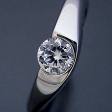 画像1: 少し変わった伏せこみタイプの婚約指輪 (1)