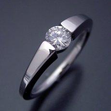 画像1: スッキリとスタイリッシュな婚約指輪 (1)
