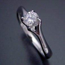 画像4: 爪がしっかりとダイヤモンドを掴む婚約指輪 (4)