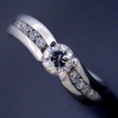 画像4: 緻密な計算で作られた婚約指輪 (4)