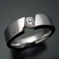 画像1: ゴツくてスタイリッシュな婚約指輪 (1)