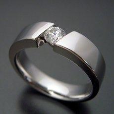 画像2: ゴツくてスタイリッシュな婚約指輪 (2)