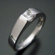画像2: プリンセスカットダイヤモンドを使ったシンプルでスッキリとした婚約指輪 (2)