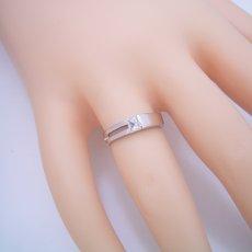 画像5: プリンセスカットダイヤモンドならではのデザインの婚約指輪 (5)