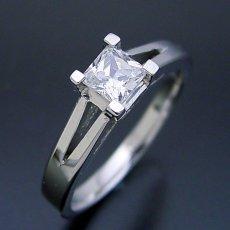 画像2: プリンセスカットのダイヤモンドを使った重厚な婚約指輪 (2)