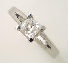 画像4: プリンセスカットのダイヤモンドを使った重厚な婚約指輪 (4)