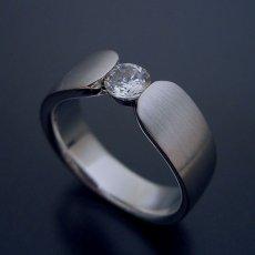 画像2: 指当たりが最高の婚約指輪「Kiwami type F」 (2)