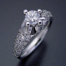 画像2: 柔らかい印象の可愛い婚約指輪 (2)