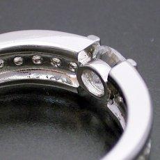 画像3: 堂々とした風格が漂う婚約指輪 (3)