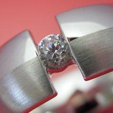 画像2: ダイヤよりも着け心地を重視した婚約指輪 (2)