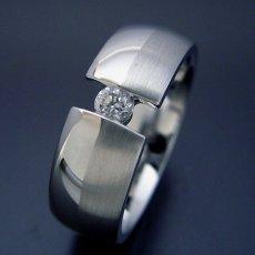画像1: ダイヤよりも着け心地を重視した婚約指輪 (1)