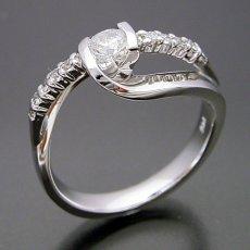 画像2: 色々な角度から眺めたくなる婚約指輪 (2)