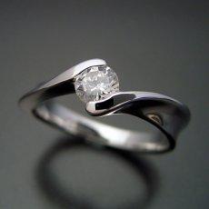 画像3: 本当に美しいひねりの婚約指輪 (3)
