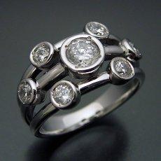 画像2: 身に着ける人を選ぶ大人の婚約指輪 (2)