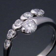 画像1: 美しく豪華な婚約指輪 (1)