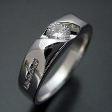 画像3: 適度にスタイリッシュなデザインの婚約指輪 (3)