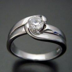 画像3: ダイヤモンドを優しく包み込む婚約指輪 (3)
