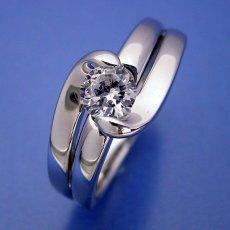 画像4: ダイヤモンドを優しく包み込む婚約指輪 (4)