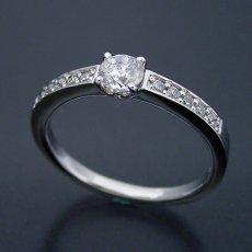 画像1: 豪華で可愛い婚約指輪 (1)