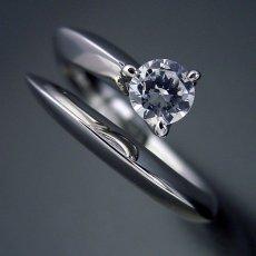 画像5: スッキリとしてシンプルな婚約指輪 (5)