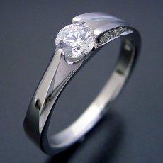 画像2: 背中がセクシーな婚約指輪 (2)