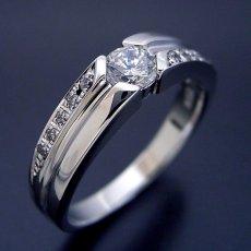 画像2: シンプルなデザインに控えめなダイヤモンドが上品な婚約指輪 (2)