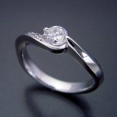 画像3: シンプルで相当スタイリッシュな婚約指輪 (3)