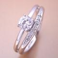 1本の指輪なのに重ね着けしているような婚約指輪[BE-32]