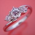 6本爪サイドメレデザインの婚約指輪[BE-39]