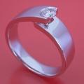 シンプルなデザインなのに恐ろしくスタイリッシュな婚約指輪[R3022]