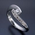 地金を使ってボリュームを出した婚約指輪[R3132]