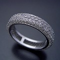 平打ちリングがベースのフルエタニティリングの婚約指輪[R5182]