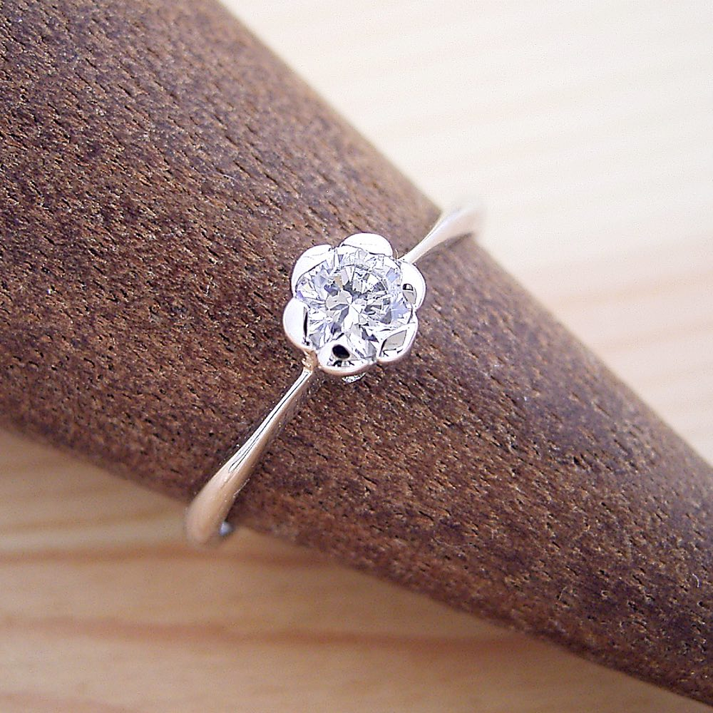 画像1: フラワーデザイン伏せこみタイプの婚約指輪 (1)
