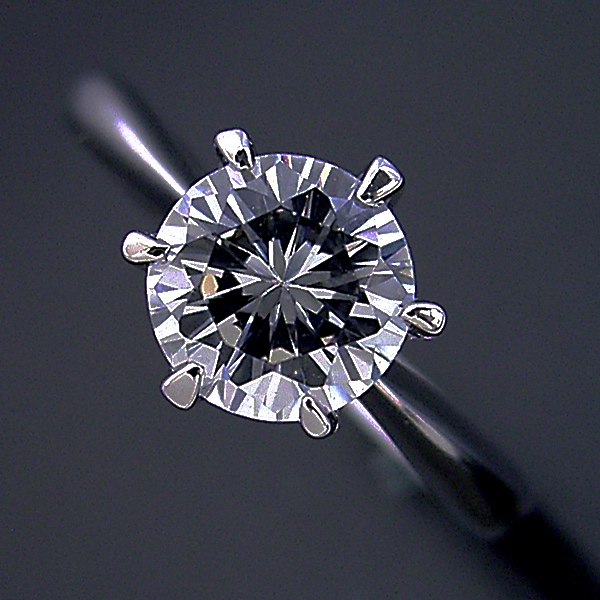 画像1: 1カラット版:6本爪ティファニーセッティングタイプの婚約指輪 (1)