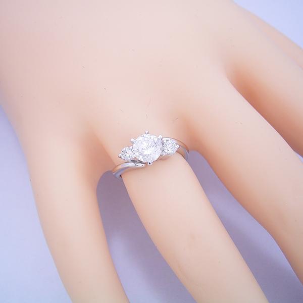 1カラット版:6本爪サイドメレデザインの婚約指輪