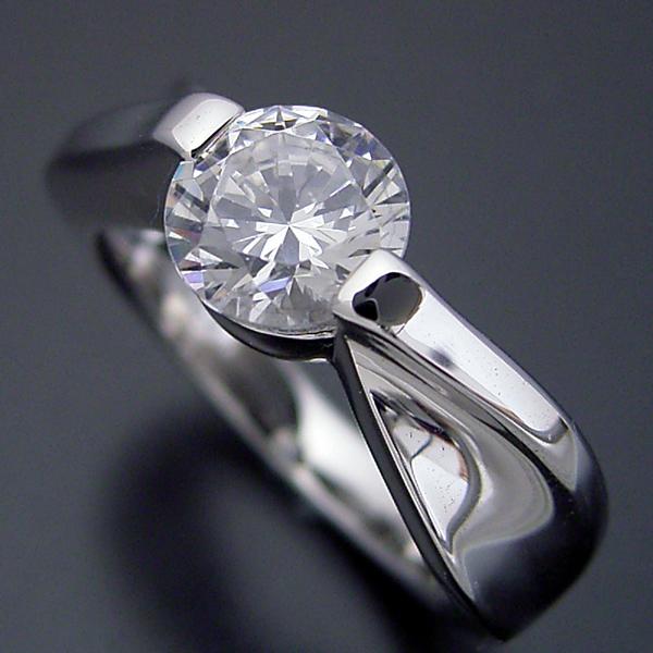 画像1: 1カラット版:デザイン性が豊かなスタンダードな婚約指輪 (1)
