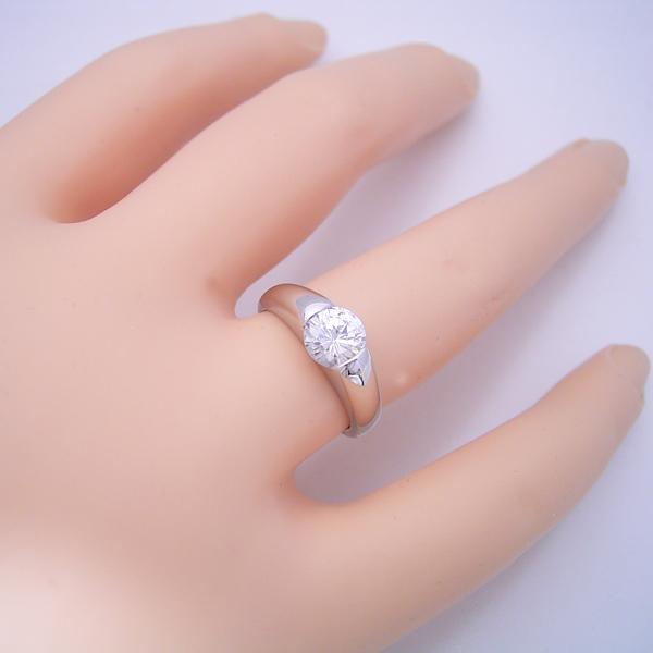 1カラット版:甲丸リングにダイヤモンドを埋め込んだ婚約指輪