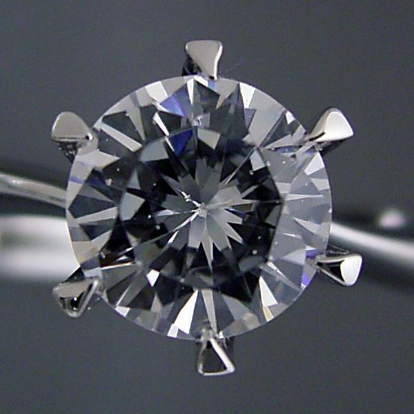 1カラット版:アームデザインが新しいティファニーセッティングの婚約指輪