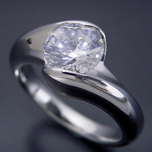 画像1: 1カラット版:流れるようなラインの伏せこみタイプの婚約指輪 (1)