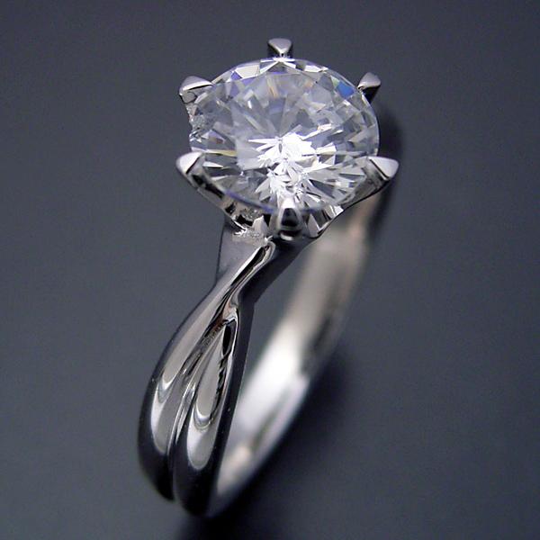 1カラット版:シンプルにデザインされている婚約指輪