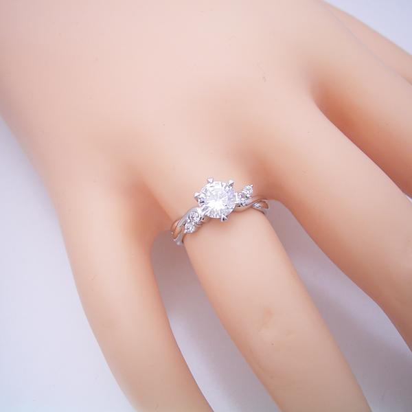 1カラット版:天使の羽デザイン6本爪の婚約指輪